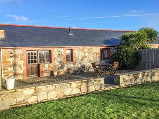 Y BETWS, superb barn conversion, single-storey, pet-friendly, Abersoch, Ref - Abersoch vacation rentals
