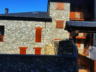 Comfortable 4 bedroom Apartment in Alp - Alp vacation rentals