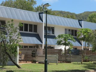 Bright 2 bedroom Apartment in Nelly Bay with A/C - Nelly Bay vacation rentals