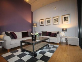 Boutique apartment with sunny balcony, Altrincham, 8 miles from Manchester - Altrincham vacation rentals
