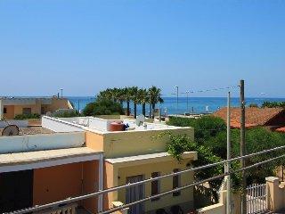 Alta Marea - ottimo appartamento vicino la spiaggia - Torre Vado vacation rentals