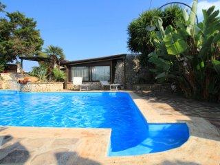 Il Trullo del Merlo - in complesso con piscina - Castrignano del Capo vacation rentals
