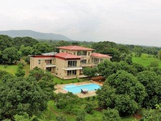 8 bedroom Villa with Housekeeping Included in Karjat - Karjat vacation rentals