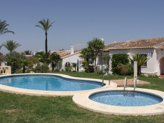 2 bedroom house with community swimming pool. sleeps 4 persons. WIFI - Pedreguer vacation rentals