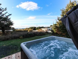 Cute cottage-style home, with private hot tub, and close to the beach & town! - Yachats vacation rentals