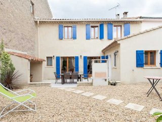 South France holiday accommodation with garden, air con and spa pool - Capestang vacation rentals