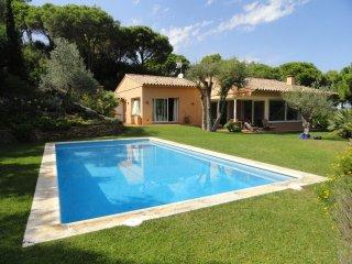 Costa Brava: villa de plain-pied - piscine privée -vue sur la mer et la campagne - Begur vacation rentals