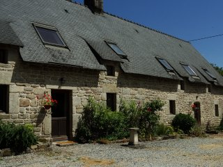Cottage with large shared heated pool set in 30 acres - Guemene-sur-Scorff vacation rentals