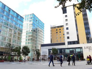 One Bed City Centre Hotel style Served Apartment - Milton Keynes vacation rentals