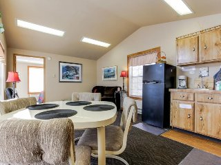 Dog-friendly lakefront cabin w/ complimentary boat slip - great location! - Bayview vacation rentals