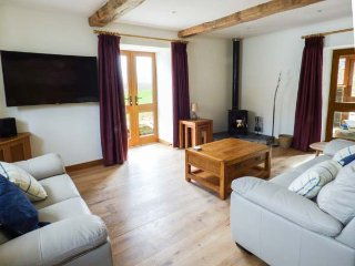 YSGUBOR, detached cottage, woodburner, hot tub, pets welcome, country views, in - Ruthin vacation rentals