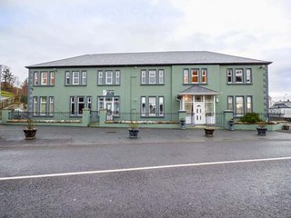 CNOC UNNA NO.9, first floor apartment, open plan, close to amenities, Carrick - Carrick vacation rentals