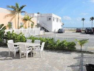 OCEANVIEW HOUSE 4/2 FOR 16 1/2 BLOCK TO BEACH LARGE PATIO W DINING & LOUNGING - Hollywood vacation rentals