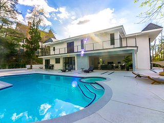 #114 Brand New Modern Luxury 6BR Pool/SPA & Views! - Los Angeles vacation rentals