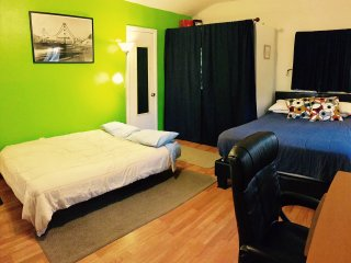 Home Away From Home/Walkable Area/15min2Universal&Hollywood/45 to Disneyland - Los Angeles vacation rentals