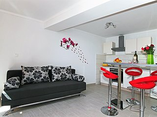Dubrovnik Apartment NINA-NEAR THE BEACH, CENTRALLY LOCATED - Dubrovnik vacation rentals