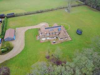 Stunning 5 bedroom property within 2 acres of land surrounded by countryside - Billingshurst vacation rentals