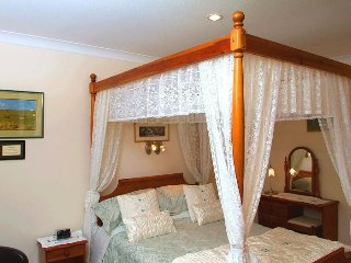 Ashcroft Farmhouse - Four Poster Double En-suite Room - Livingston vacation rentals