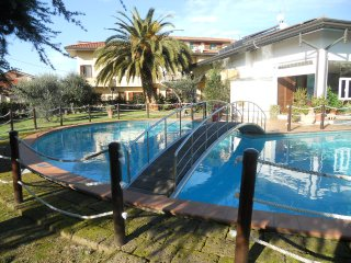 Casa il Ponte 2,5km from the beach! Swimming pool and garden. 2 apartments (4+4) - Lido Di Camaiore vacation rentals