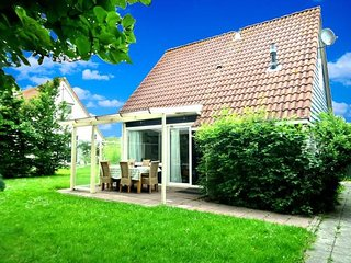 Sleeps 6. Holiday house behind the dyke and the sea Lauwersmeer - Lauwersoog vacation rentals