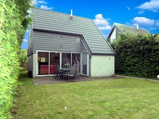 Sleeps 6. Cottage behind a traditional dyke and the sea Lauwersmeer - Lauwersoog vacation rentals