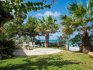 Bahia Beach Cottage: Perfect Couples Getaway - Runaway Bay vacation rentals