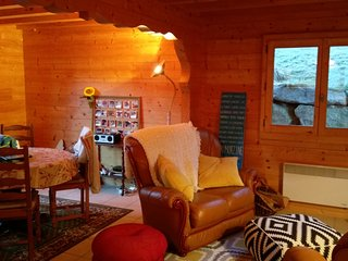 2 bedroom Chalet with Internet Access in Essert-Romand - Essert-Romand vacation rentals