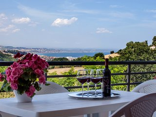 Modern and comfortable apartment - large panoramic terrace with sea view - Ancona vacation rentals