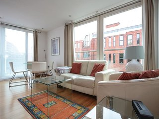 Stylish 2 Bedroom Apartment in Victoria - London vacation rentals