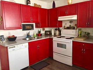 Cozy Killarney Home to Call Home - Calgary vacation rentals