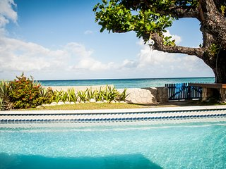 Siesta: Perfect Villa for Family and Friends - Runaway Bay vacation rentals