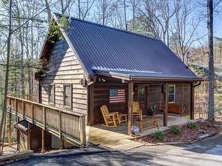 Spacious cabin in the woods w/hot tub & shared seasonal pool/fishing pond access - Sevierville vacation rentals