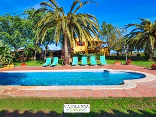 Incredible villa in La Selva for 14 guests, 11km from the beach! - Tarragona vacation rentals
