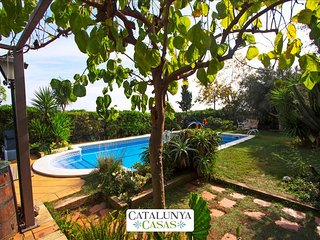 Joyful Costa Dorada getaway for up to 18 guests, just 2km from the beach! - El Vendrell vacation rentals