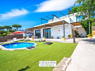 Serene villa in Sils for up to 8 people, 20km to the beaches of Costa Brava - Riudarenas vacation rentals