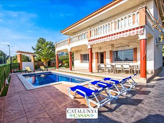 Villa Jubilee in Cubelles for 14 guests, only 1.5km from the beach! - Cunit vacation rentals