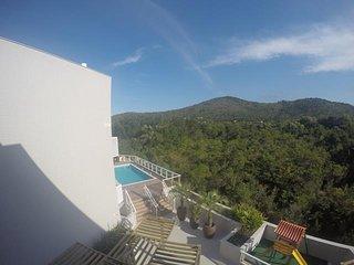 Lindo Apartamento, piscina e playground, ar condicionado e WIFI -Praia de Palmas - Governador Celso Ramos vacation rentals