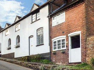 39 SANDY BANK, quirky cottage, king-size bed, enclosed patio, in Bewdley, Ref - Bewdley vacation rentals