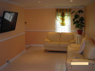 1st fl Parkview apt/private yard+wifi+parking incl - Valley Stream vacation rentals