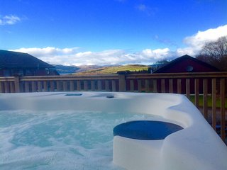 Luxury 3 Bedroom Lodge with Hot Tub on Argyll's Secret Coast near Tighnabruaich - Tighnabruaich vacation rentals