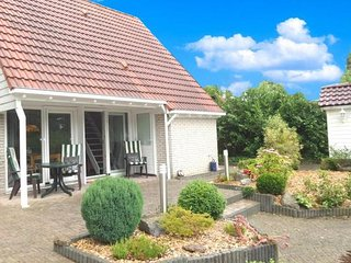 Sleeps 4. Holiday house with beautiful garden by the sea - Lauwersoog vacation rentals