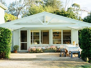 Proserpine Cottage - Farm Stay Bed and Breakfast - Geelong vacation rentals