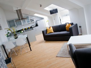 Regent House Deluxe 2 bedroom apartment - Harrogate vacation rentals