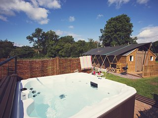43122 Log Cabin in Abergavenny - Llanvetherine vacation rentals