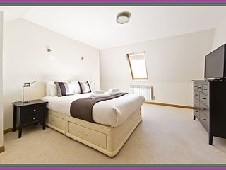 Modern, Specious 3 bed, 2 bathroom ,CITY Centre - Edinburgh vacation rentals