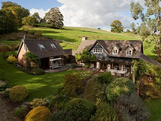Charming House with Internet Access and Fireplace - Painswick vacation rentals