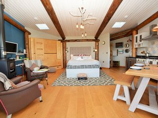 Charming House with Internet Access and Fireplace - Cribyn vacation rentals