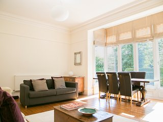 Park Drive Deluxe 2 bedroom apartment - Harrogate vacation rentals