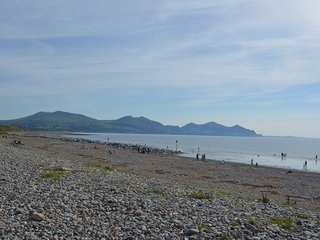 Cozy 2 bedroom Dinas Dinlle House with Internet Access - Dinas Dinlle vacation rentals