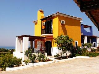 ILIS VILLAS, Olenos (yellow maizonette) - Kastro vacation rentals